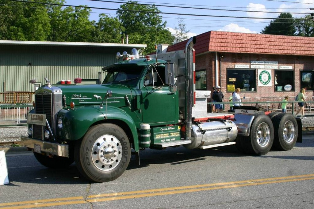 1948 Mack Truck : Mack ed pictures to pin on pinterest daddy